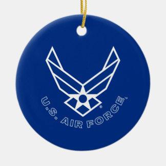 Logotipo y nombre azules de la fuerza aérea con el adorno navideño redondo de cerámica