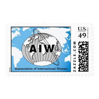 Logotipo y nombre de AIW en mapa del mundo Timbres Postales