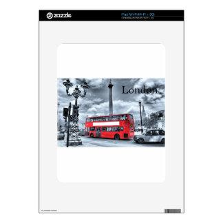 LONDON BUS in Black & White (St.K) iPad Skin