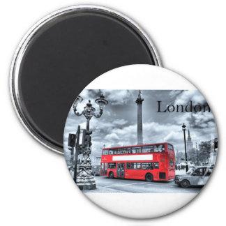LONDON BUS in Black & White (St.K) Magnet