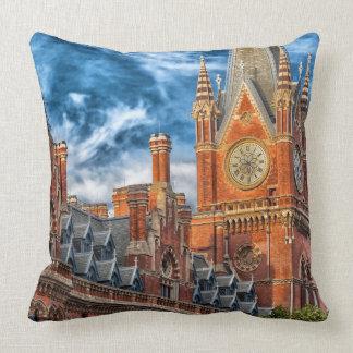 London, England Throw Pillow