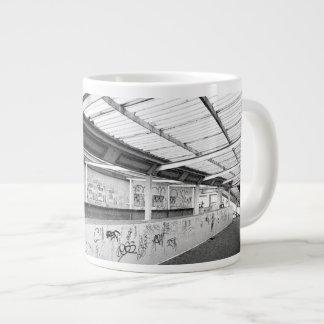 LONDON STREET (URBAN CHIC) GIANT COFFEE MUG