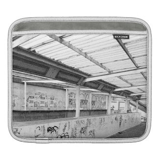 LONDON URBAN STREET (BLACK AND WHITE PHOTOGRAPHY) SLEEVE FOR iPads