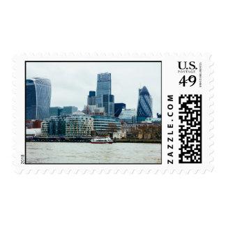 Londres céntrico, arquitectura moderna azul sello