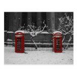 Londres Phoneboxes en la nieve Postal