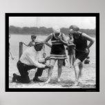 Longitud de medición 1922 del traje de baño del po posters