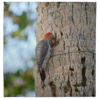 lookin dirigido rojo del pájaro de la pulsación de servilleta imprimida