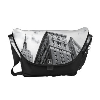 Looking Up - The Empire State Building - New York Messenger Bag