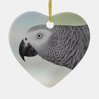 Loro magnífico del gris africano adorno de cerámica en forma de corazón