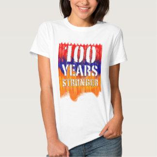 Los 100 años la camiseta básica de mujeres polera