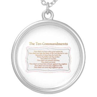 Los 10 mandamientos collar plateado