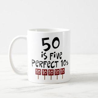 ¡los 50.os regalos de cumpleaños, 50 son 5 10s taza clásica