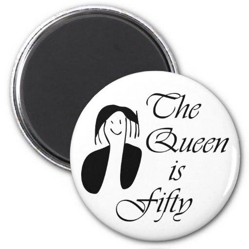 los 50.os regalos de cumpleaños, la reina son 50 - imán redondo 5 cm