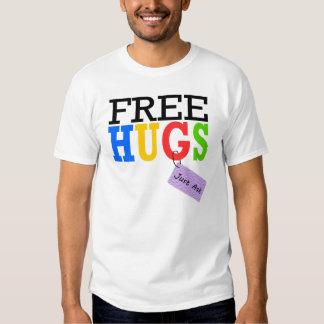 Los abrazos libres apenas piden las camisetas del remera