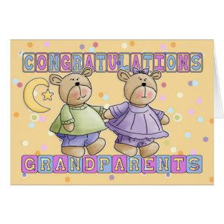 Los abuelos al nuevo bebé hermanan enhorabuena felicitación