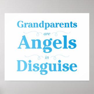 Los abuelos son ángeles en disfraz póster