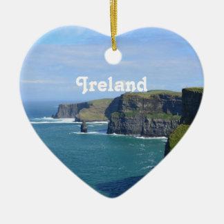 Los acantilados de Irlanda de Moher Adorno Navideño De Cerámica En Forma De Corazón