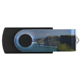 Los acantilados de Irlanda de Moher Memoria USB 2.0 Giratoria