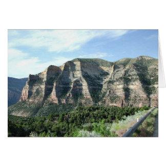 Los acantilados de Scheer a lo largo del camino a Felicitación
