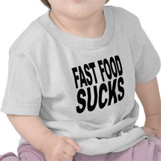 Los alimentos de preparación rápida chupan camiseta