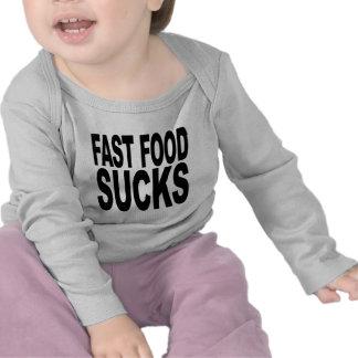 Los alimentos de preparación rápida chupan camisetas