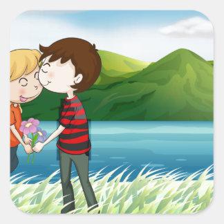 Los amantes acercan al río pegatina cuadrada