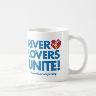 Los amantes del río unen la taza