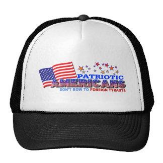 Los americanos patrióticos no arquean a los tirano gorras
