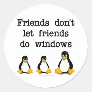 Los amigos no dejan a amigos hacen ventanas pegatina redonda