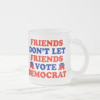 Los amigos no dejan el voto Demócrata de los amigo Taza