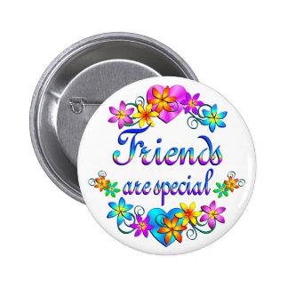 Los amigos son especiales pin redondo de 2 pulgadas
