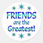 Los amigos son los más grandes pegatina redonda