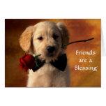 Los amigos son una tarjeta del perrito del golden