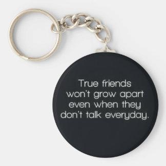 los amigos verdaderos no se irán separando llavero redondo tipo pin