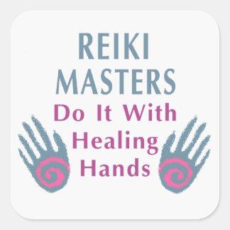 Los amos de Reiki lo hacen con las manos curativas Calcomanías Cuadradass