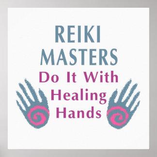 Los amos de Reiki lo hacen con las manos curativas Póster