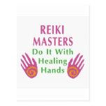 Los amos de Reiki lo hacen con las manos curativas Postales