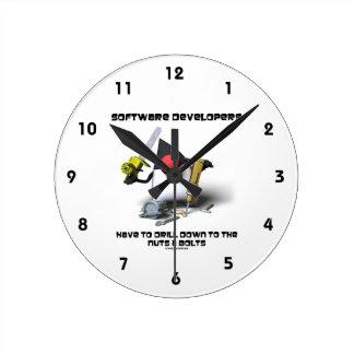 Los analistas de programas informáticos tienen que reloj redondo mediano