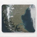 Los Andes rugosos, coronados de nieve Alfombrillas De Raton