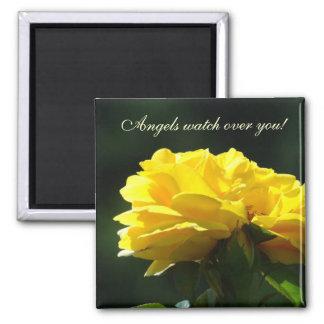 ¡Los ángeles vigilan usted flores del rosa amaril