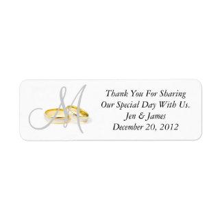 Los anillos de bodas del monograma le agradecen la etiqueta de remite