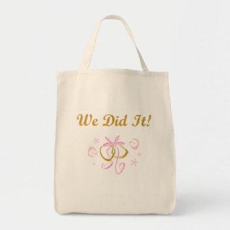 Los anillos de bodas lo hicimos las camisetas y lo bolsa