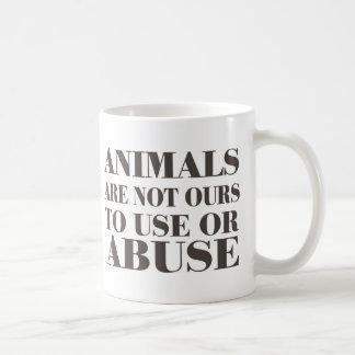 Los animales no son los nuestros a utilizar o a taza básica blanca