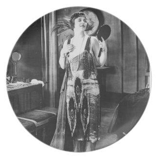 Los años 20 hermosos del vestido de la aleta de la platos