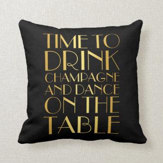 los años 20 miden el tiempo para beber la almohada cojín decorativo