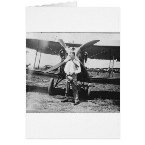 los años 20 sirven con el aeroplano tarjeta de felicitación