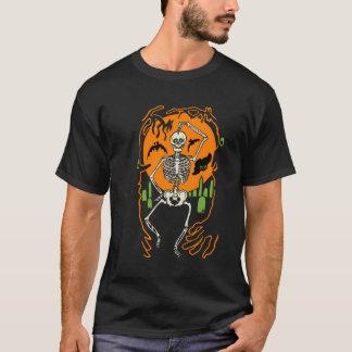 los años 30 esqueléticos en una camiseta del