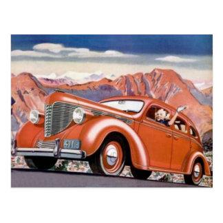 los años 30 rubios en una postal roja del coche de