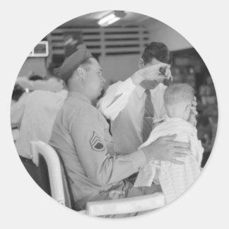 Los años 40 de la experiencia del peluquero del pegatina redonda