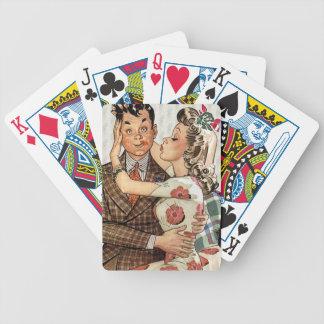 Los años 40 retros que besan pares baraja cartas de poker